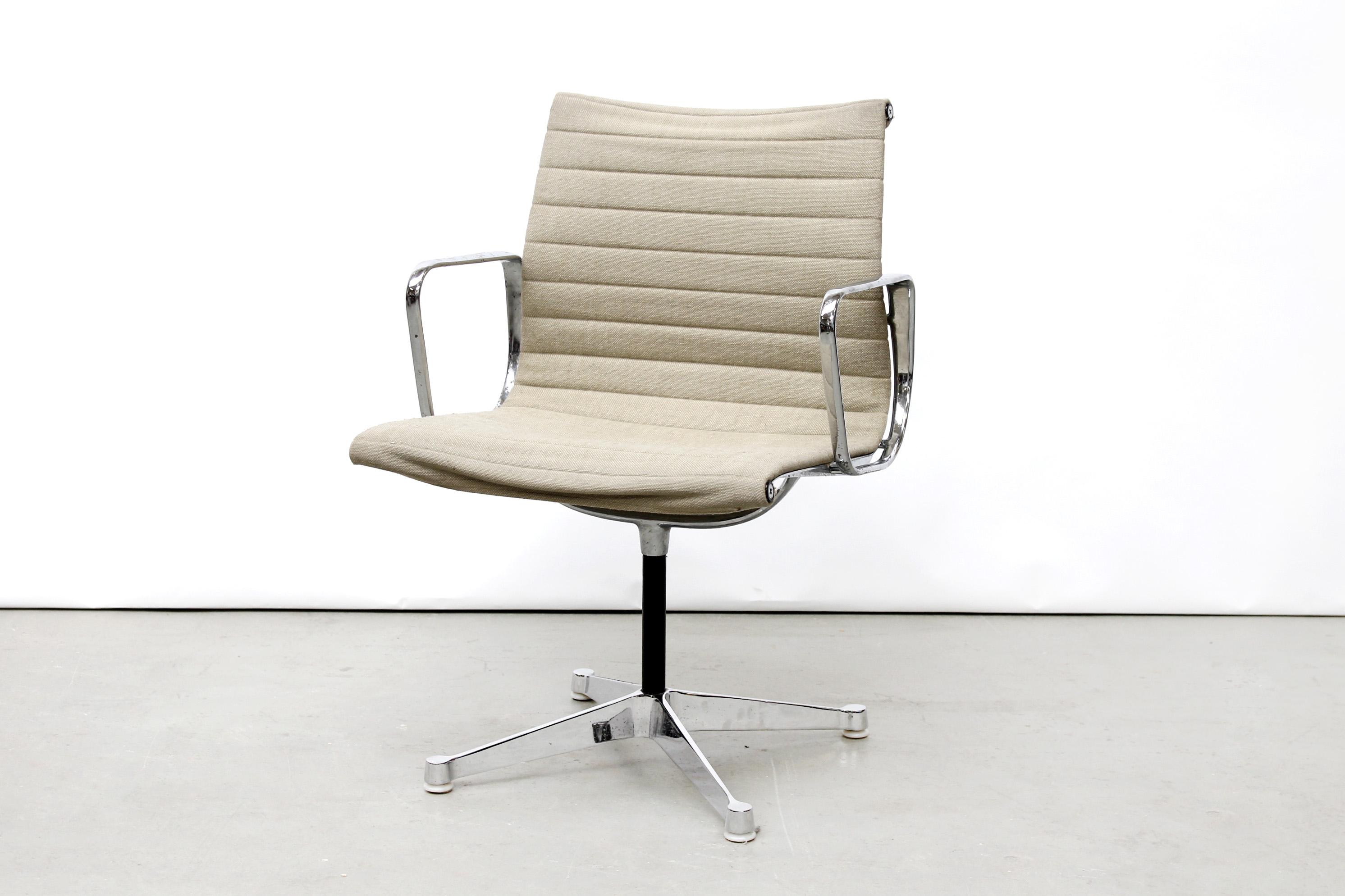 Vintage eames ea bureau stoel van ons