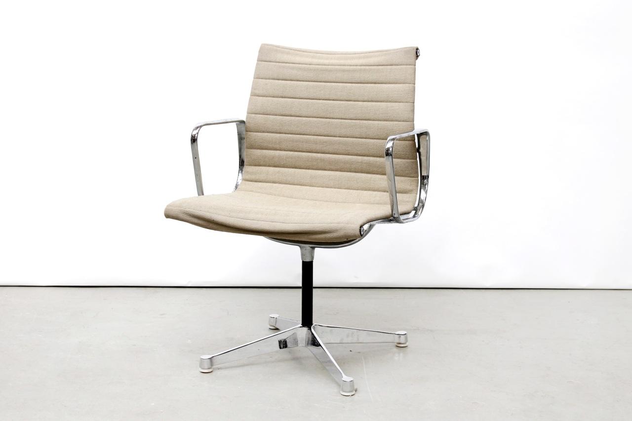 Vintage eames ea108 bureau stoel van ons