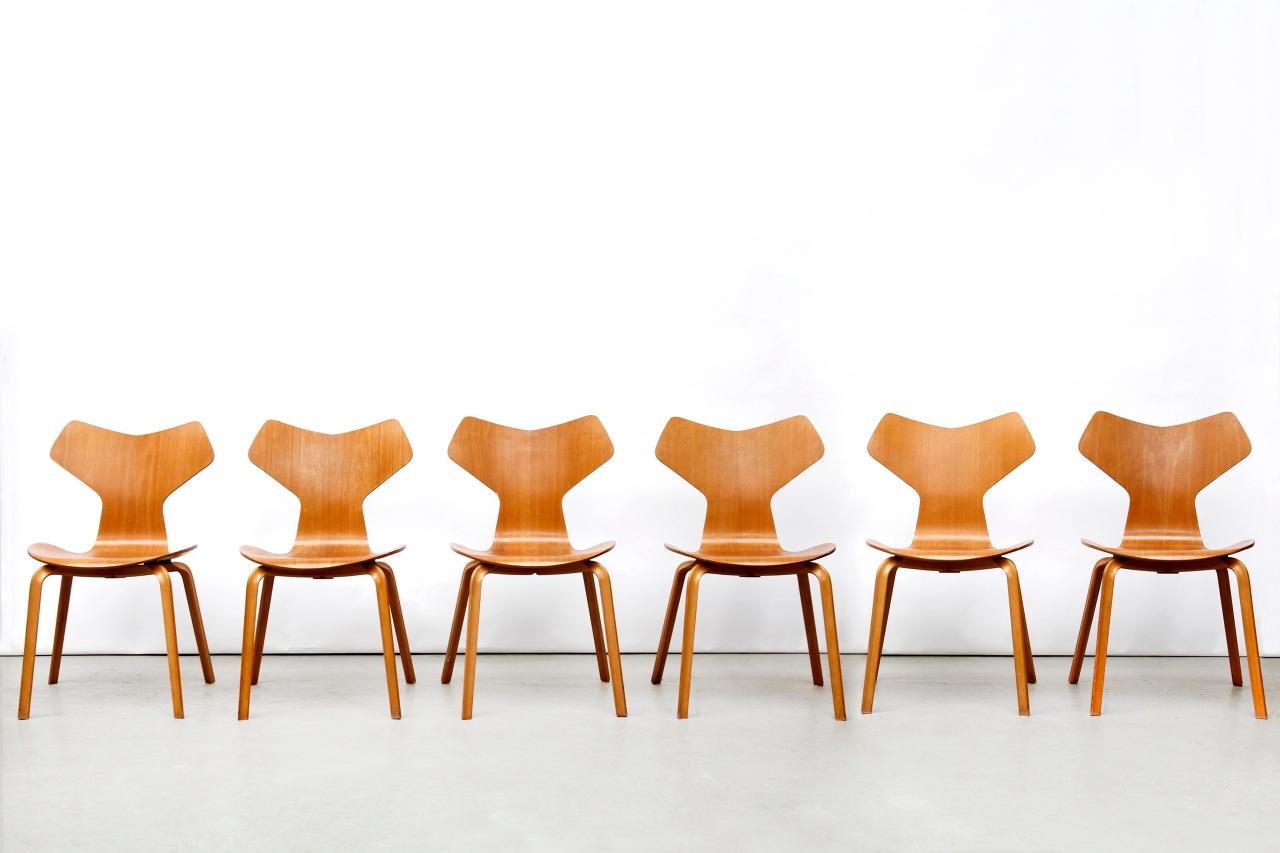 Arne Jacobsen Stoel : Zes vintage arne jacobsen grand prix stoelen van ons
