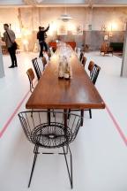 van OnS vintage deens design eetkamerstoelen en lamp op de gevonden op marktplaats salon looiersgracht Amsterdam