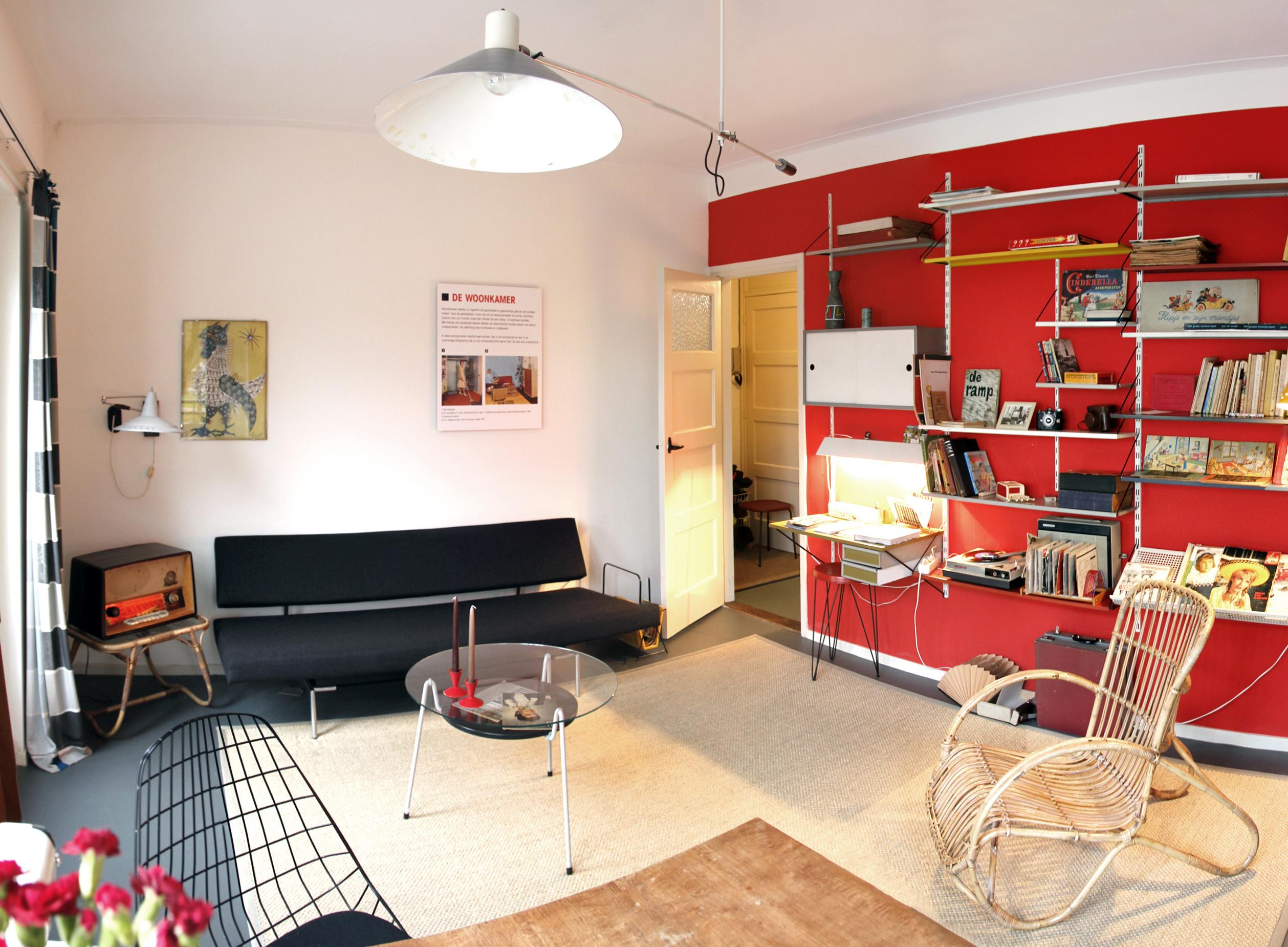 van Eesterenmuseum modelwoning woonkamer met jaren 50 vintage ...