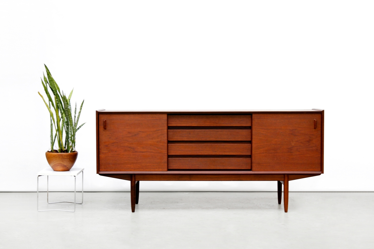 Vintage danish design sideboard in teak van ons vintage for Danish design meubels