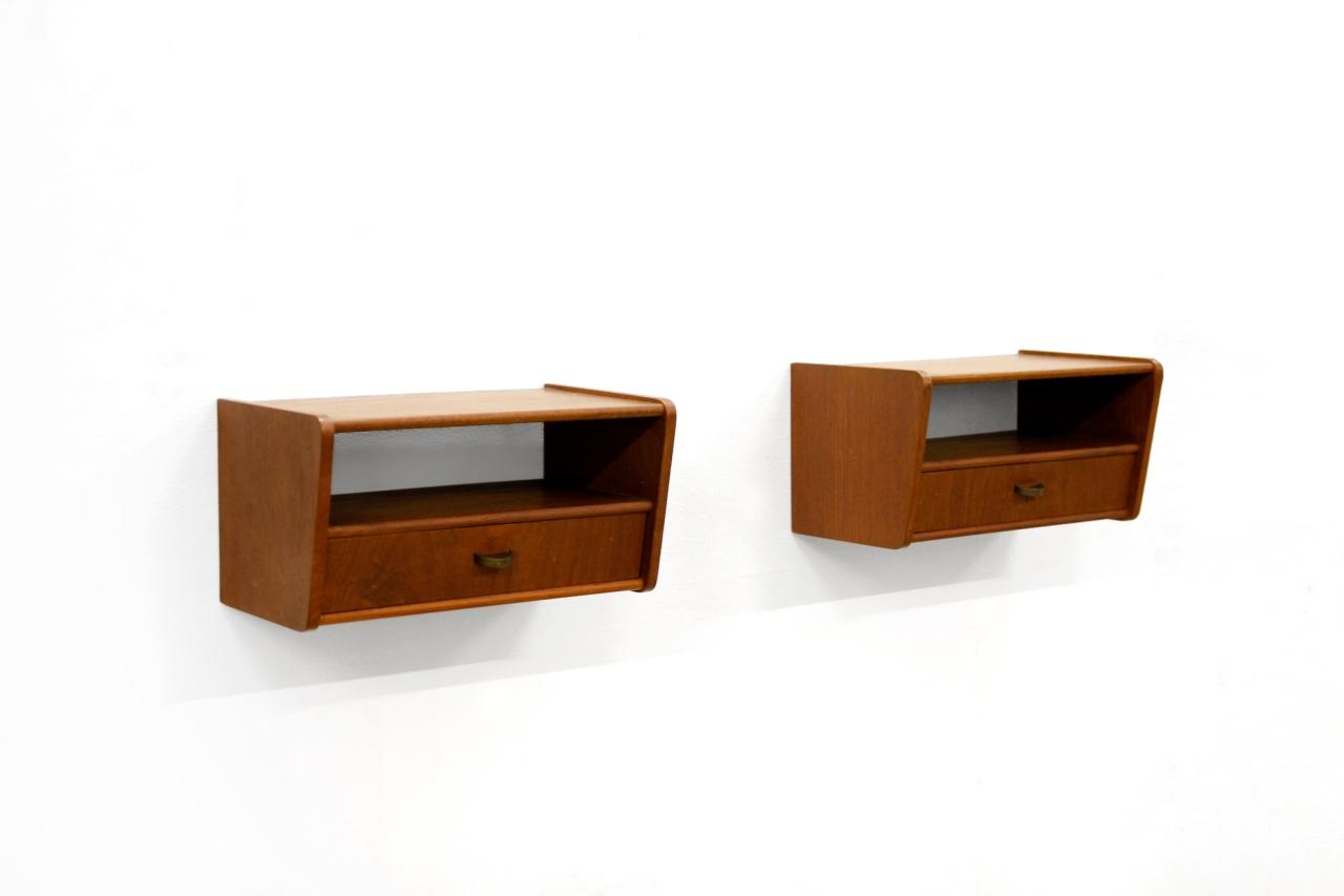 Zwevend Nachtkastje Hout.Twee Zwevende Vintage Deens Design Nachtkastjes Van Ons
