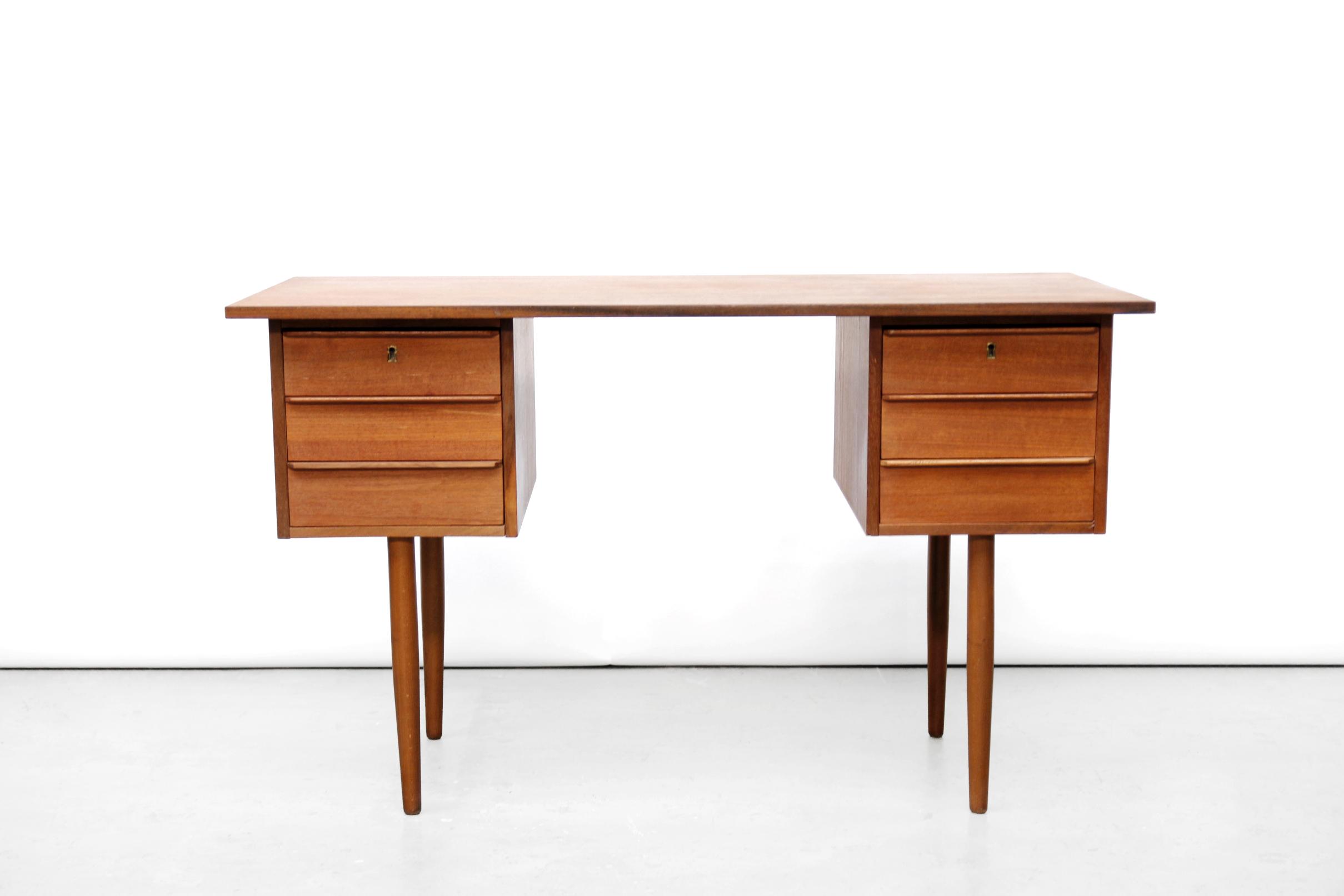 Vintage deens design teakhouten bureau te koop bij van ons design