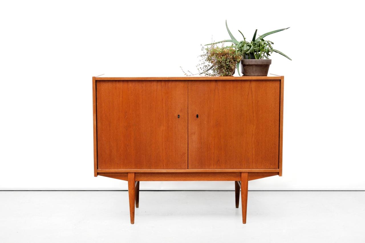 Vintage teak houten deens design dressoir van ons for Danish design meubels