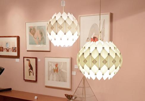 Twee vintage 'Butterfly' hanglampen van Lars Schioler VAN ONS Wintersalon