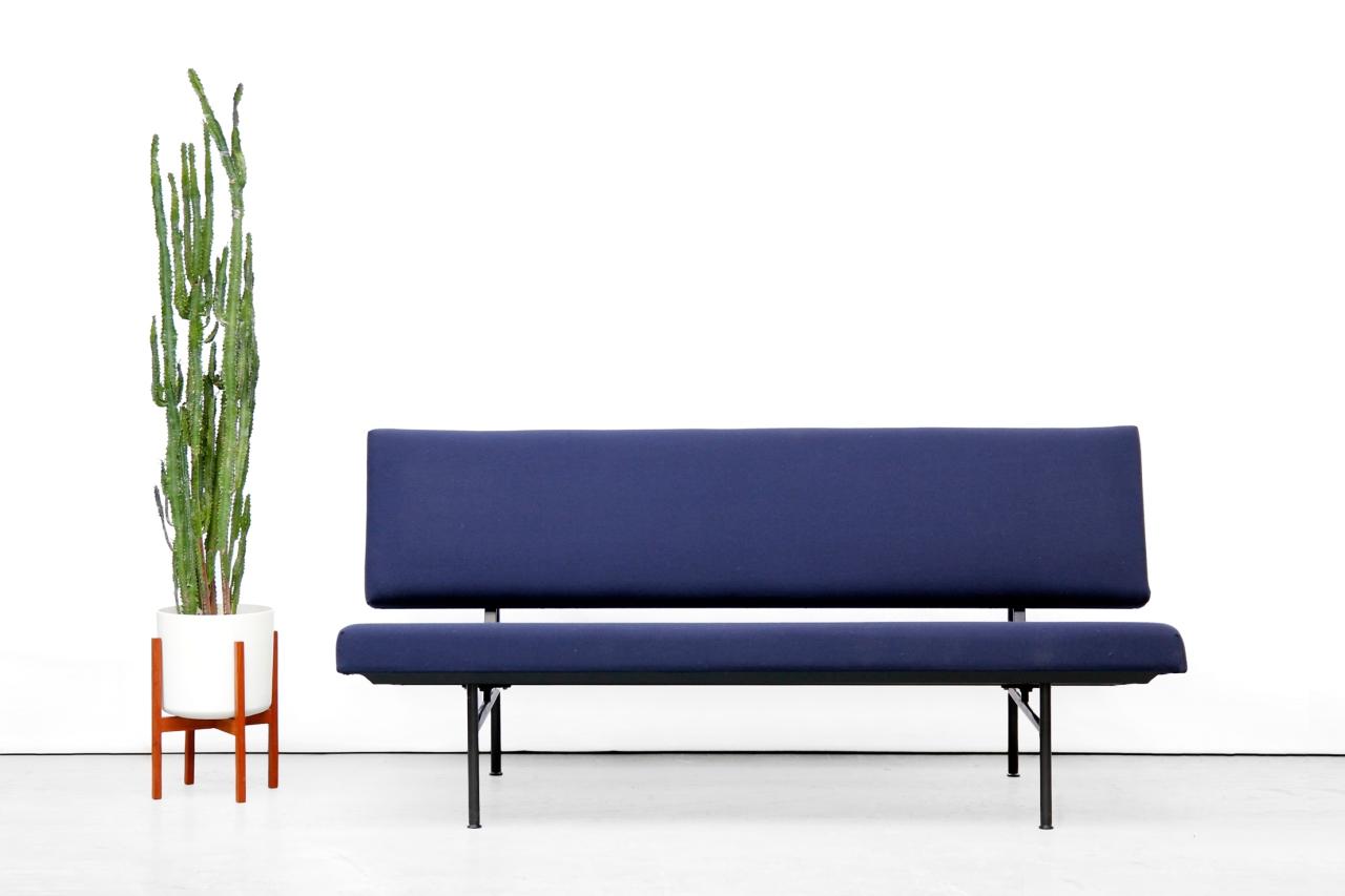 Blauwe Design Bank.Blauwe Gispen Bank Model 1721 Van Andre Cordemeijer Van Ons