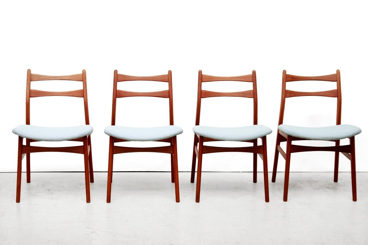 Deens Design Eetkamerstoelen.Vier Deens Design Eetkamerstoelen In De Stijl Van Erik Buch