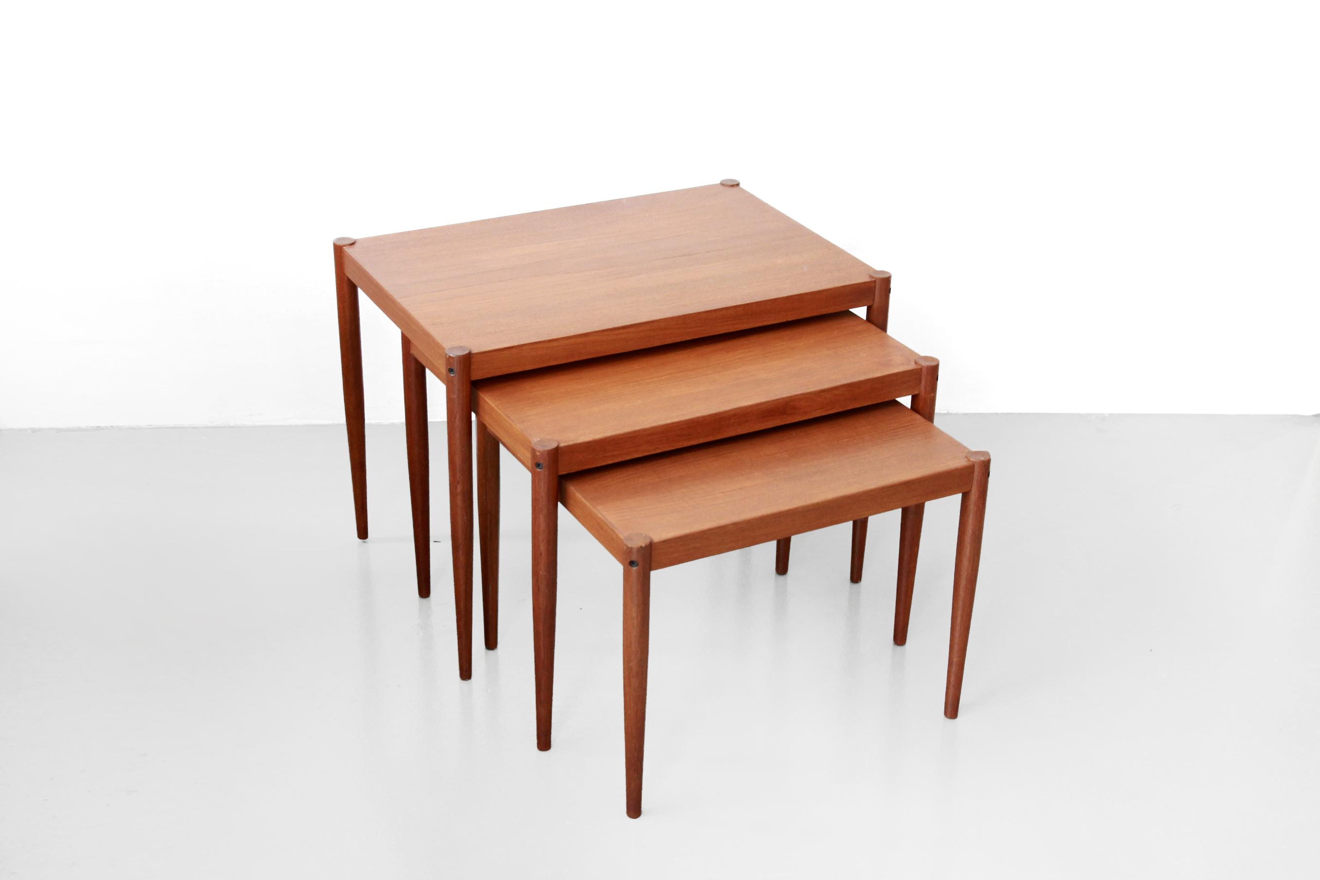 Deens Design Meubels : Teakhouten deens design nesting tables bijzettafels van ons mid