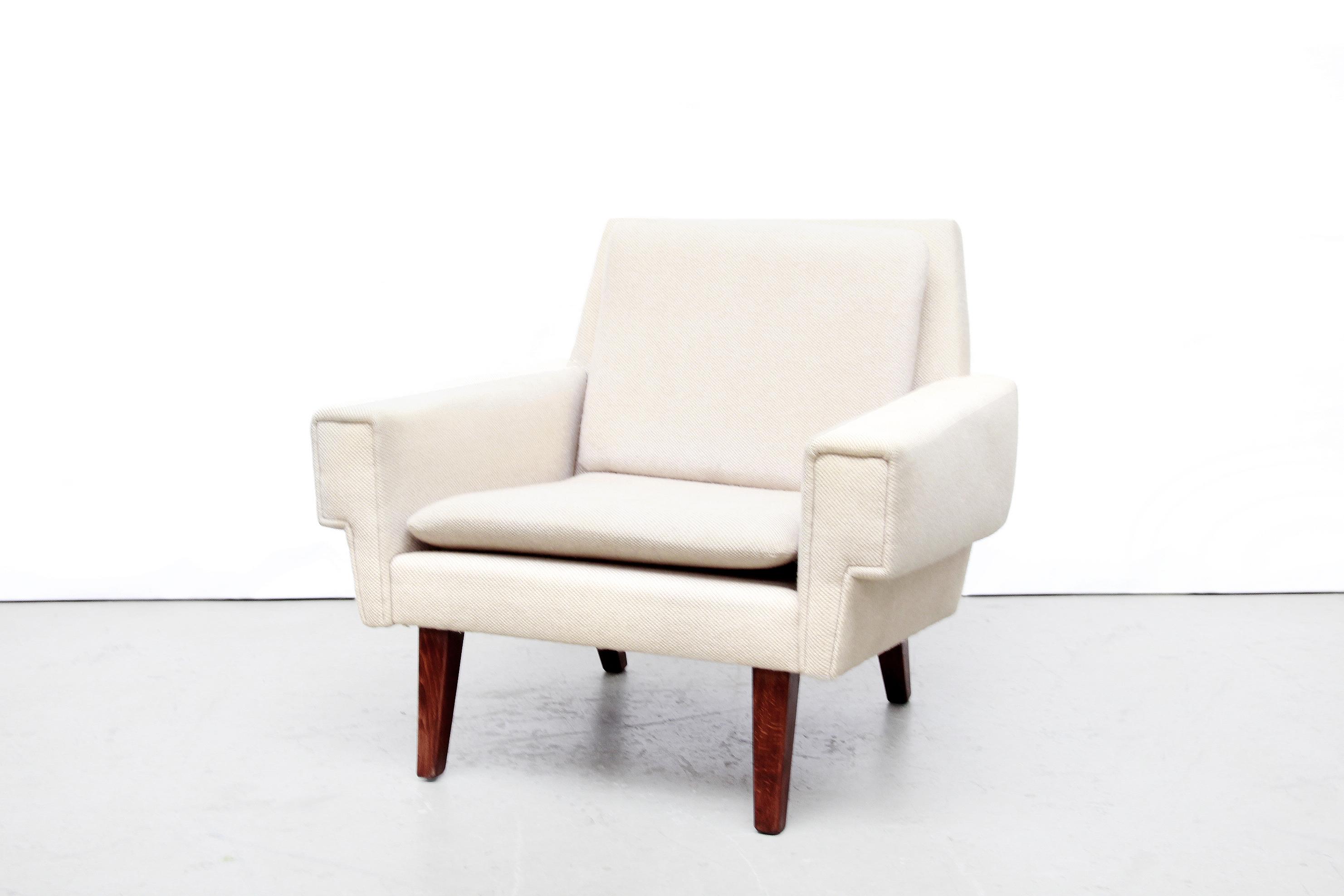 Deens Design Meubels : Witte wollen deens design fauteuil van ryesberg mobler van ons