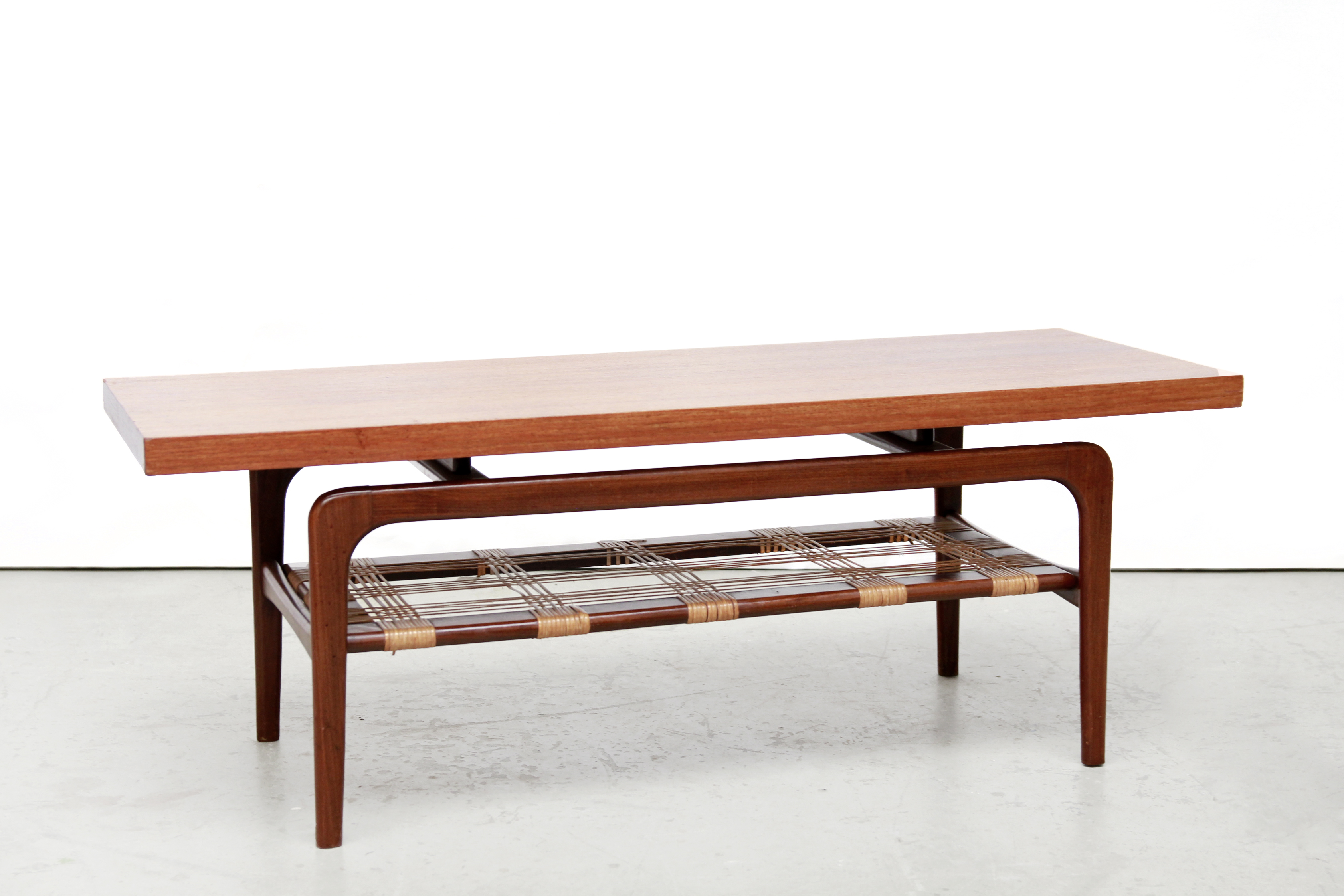 Teakhouten webe salontafel van ons vintage design meubels amsterdam