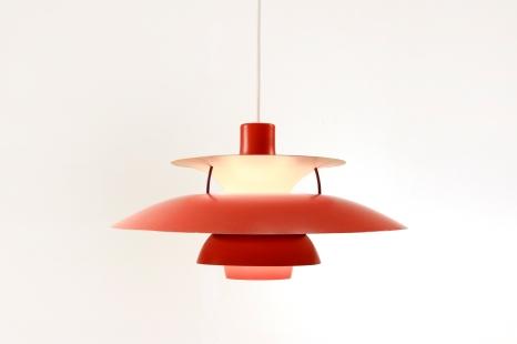 Vintage rode PH5 lamp van Poul Henningen voor Louis Poulsen VAN ONS vintage design furniture Amsterdam