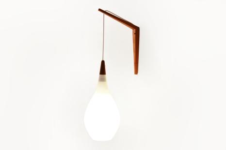 Vintage witte glazen Holmegaard wandlamp druppel vorm Deens Design Kastrup