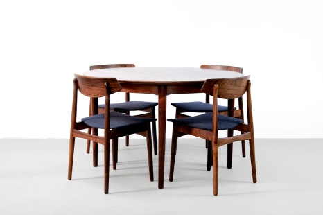Set of Four Rosewood wooden Danish design chairs with Round rosewood Arne Vodder and Helge Sibast table model 204