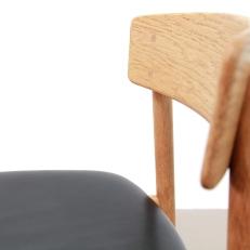 Borge Mogensen leer en eiken model 3236 stoelen voor Fredericia Dining chairs close up