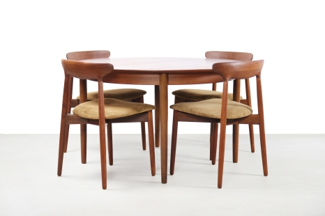 Set of five Harry Ostergaard model 59 design dining room chairs in teak with leather with round table